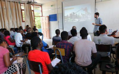 """FAPF realiza palestras sobre """"Metodologias da AVSI nos Assentamentos Informais"""" e """"Plano de Desenvolvimento Local Integrado"""